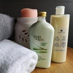 Komplet kosmetyków, do ciała, balsamy Prija i Pure Herbs, Kosmetyki hotelowe -Prija 380 ml, Pure Herbs 250 ml.