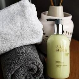 Odżywka ziołowa do włosów z pompką, nadaje połysku, kosmetyk hotelowy - Pure Herbs, 300 ml.