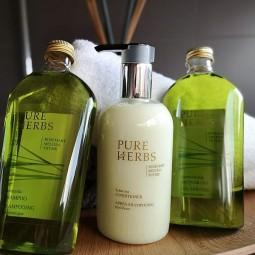 Pure Herbs, 3 rodzaje w komplecie, kosmetyki hotelowe, żel, szampon i odżywka do włosów- Pure Herbs, 2 x 250 ml, 1x 300 ml.